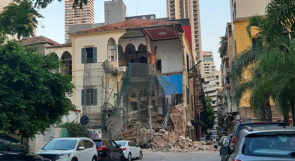 Uszkodzony budynek mieszkalny w Bejrucie