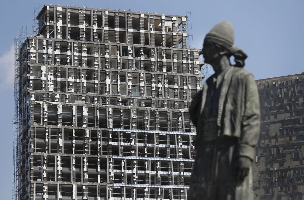 Budynek, uszkodzony w wyniku eksplozji w Bejrucie