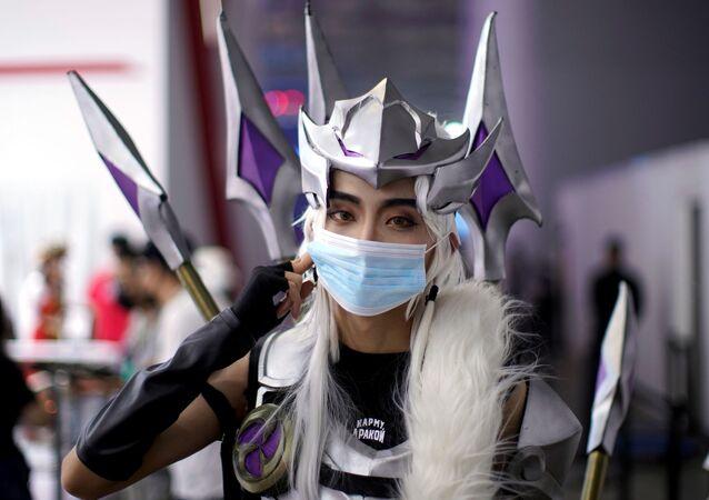 Cosplayer w masce, Szanghaj
