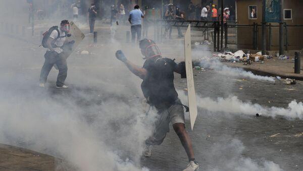 Masowe starcia demonstrantów i policji w Bejrucie - Sputnik Polska