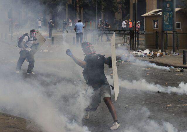 Masowe starcia demonstrantów i policji w Bejrucie.