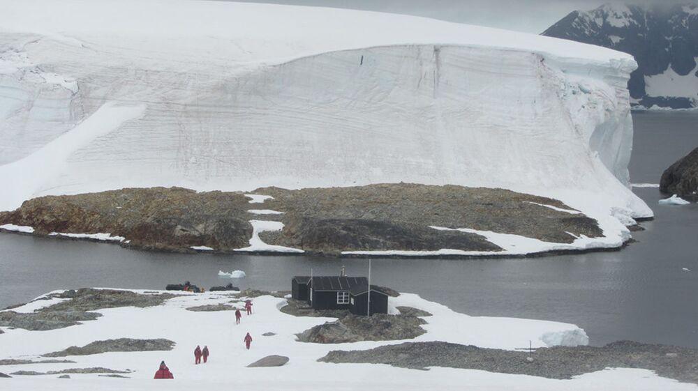 Dom na wyspie Winter na Antarktydzie