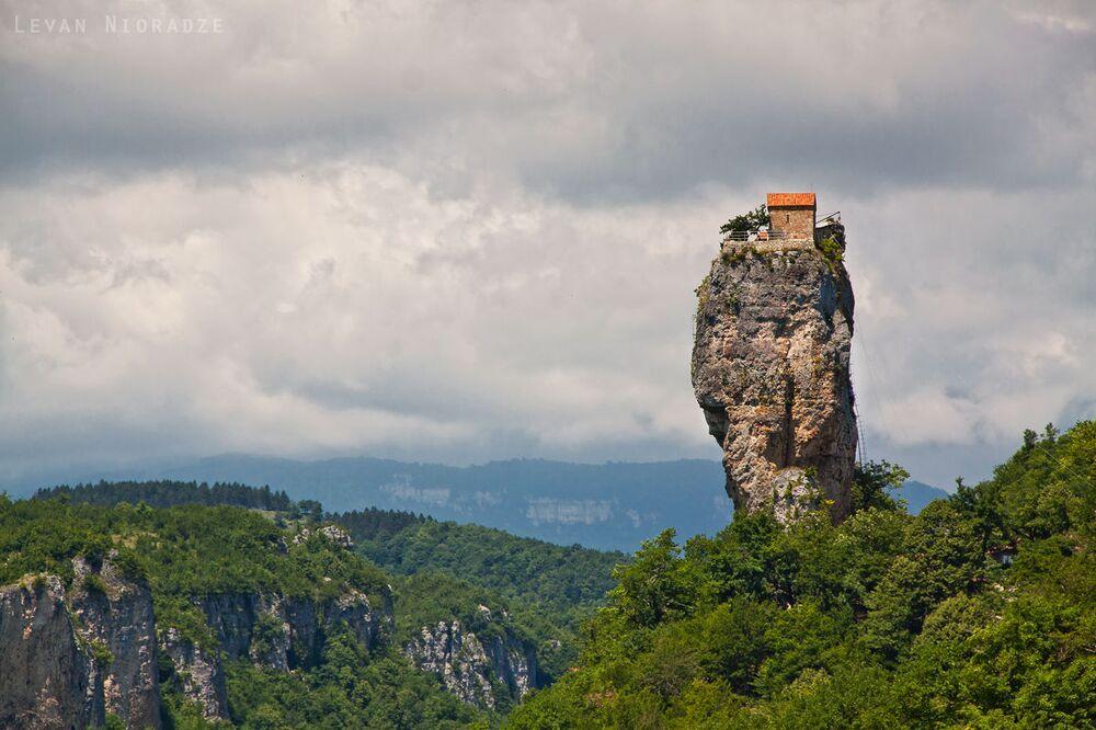 Katskhi Pillar, Gruzja
