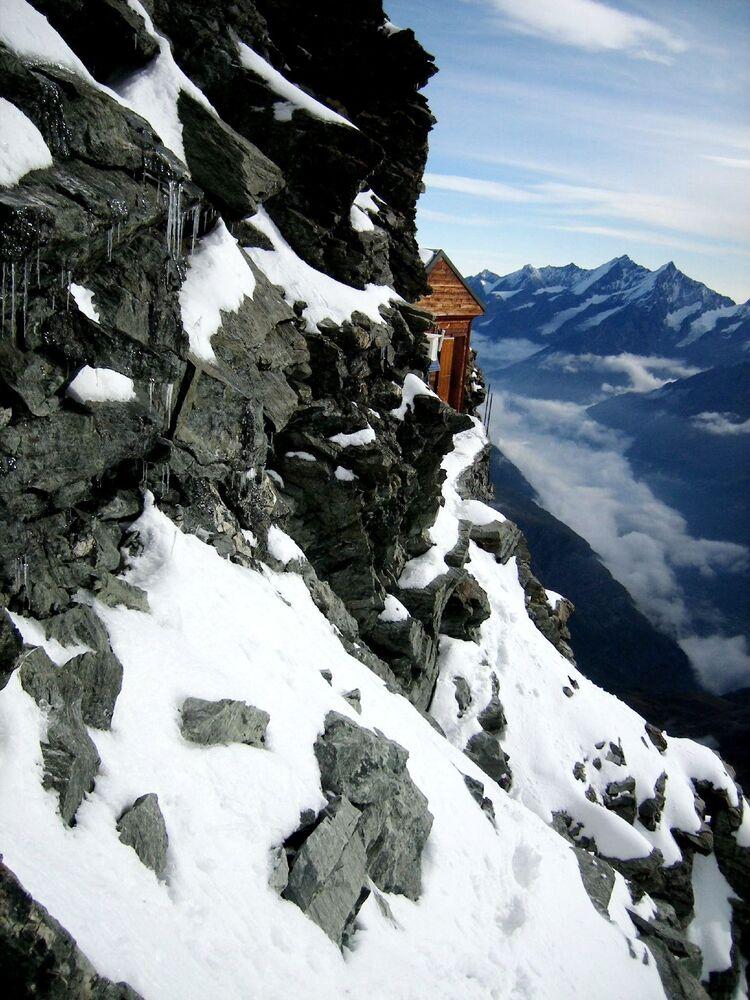 Chata Solvayhütte na północno-wschodnim grzbiecie Matterhorn