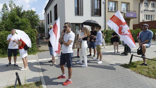Głosowanie podczas wyborów prezydenckich w ambasadzie Białorusi w Warszawie - Sputnik Polska
