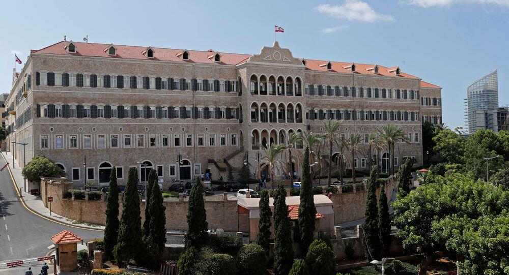 Pałac Rządowy przed protestem po wybuchu w Bejrucie w Libanie.