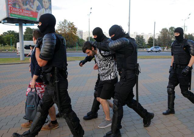 Milicja przeprowadzi zatrzymania w Mińsku, Białoruś podczas protetów po wyborach prezydenckich