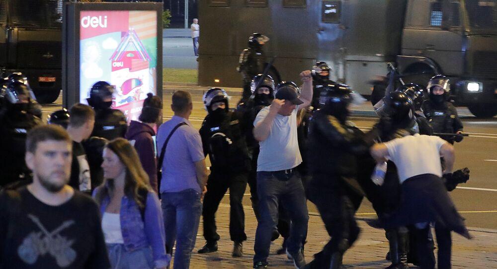 Rozproszenie protestujących w Mińsku.