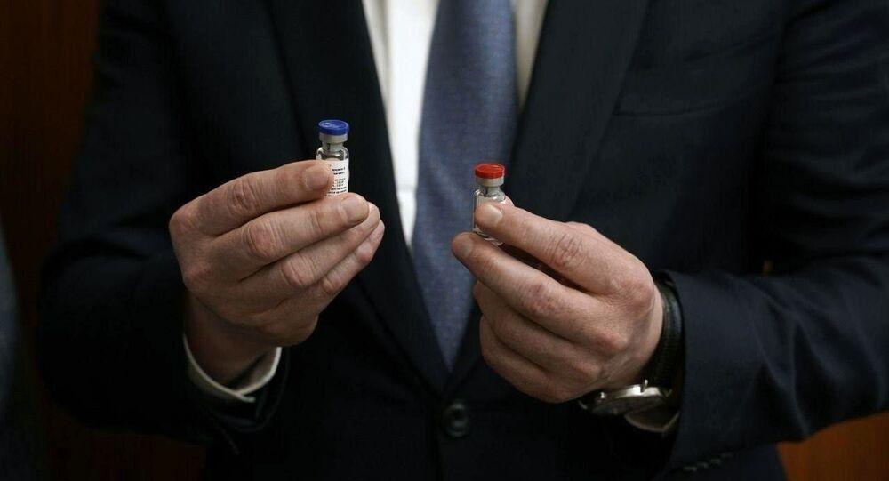 Ampułki szczepionki przeciwko COVID-19 zarejestrowane po raz pierwszy w Rosji 11 sierpnia 2020 roku