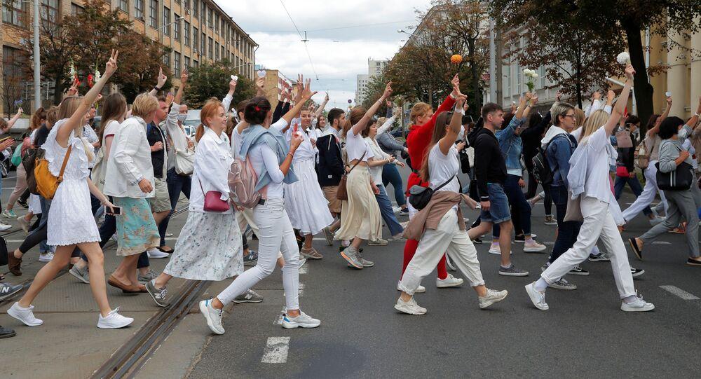 Na Białorusi kobiety protestują przeciwko działaniom służb siłowych.