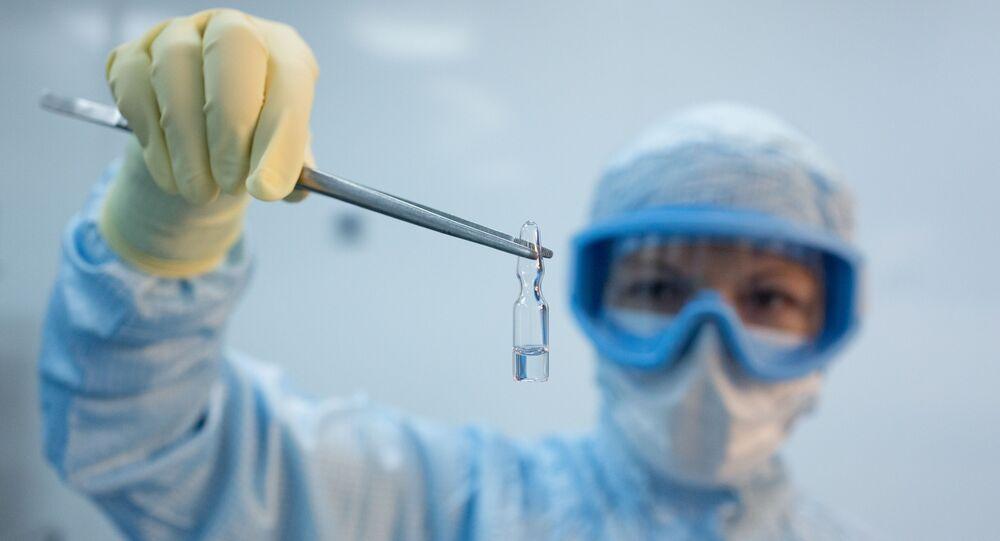 Produkcja szczepionki przeciwko COVID-19 w fabryce farmaceutycznej Binnopharm w Moskwie