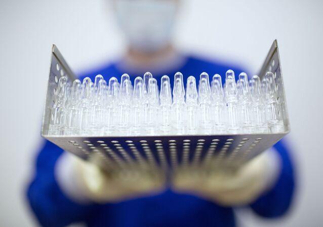Produkcja rosyjskiej szczepionki przeciw COVID-19.