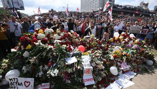 Pogrzeb Aleksandra Tarajkowskiego, który zginął podczas protestów w Mińsku. - Sputnik Polska