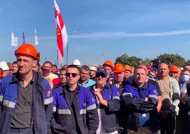 Białoruś: Uliczne zamieszki zastąpiły protesty