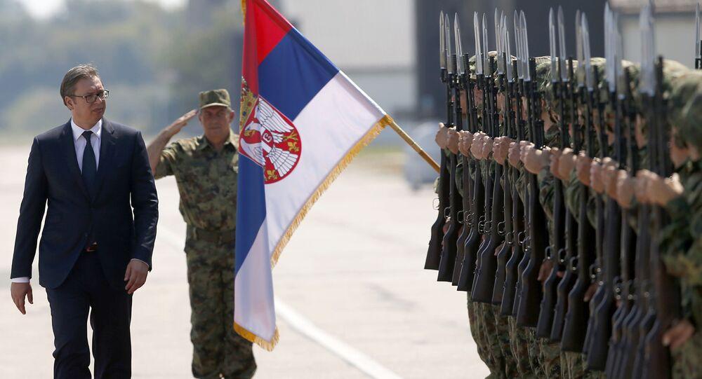 Prezydent Serbii Alaksandr Vucić na lotnisku wojskowym w Batajnicy niedaleko Belgradu