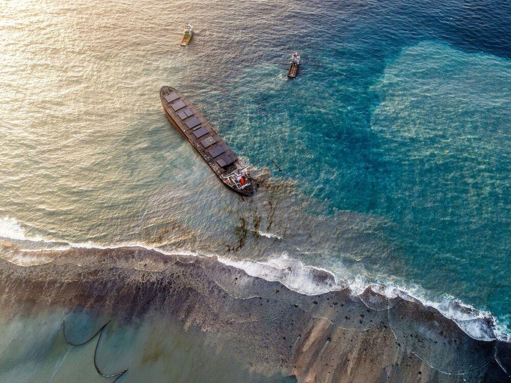 Japoński statek MV Wakashio u wybrzeża Mauritiusa