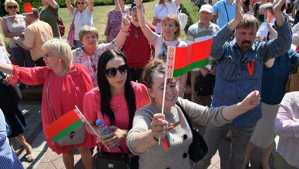 Mińsk, miting zwolenników Łukaszenki - Sputnik Polska