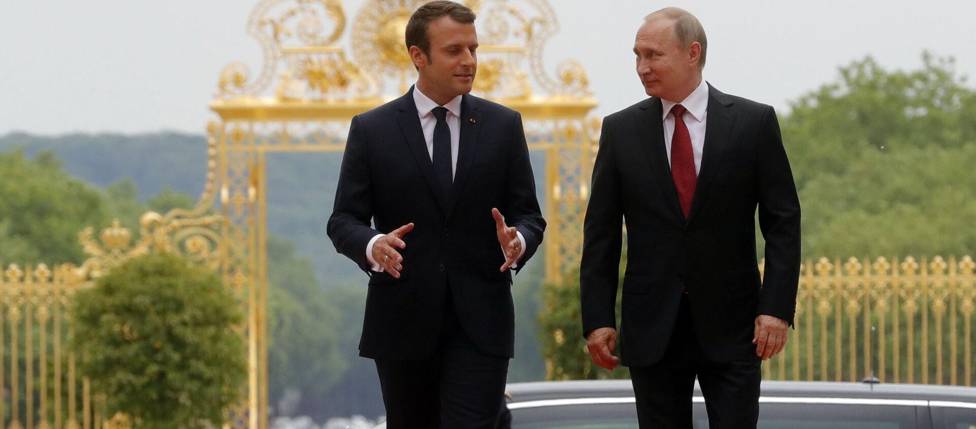 Prezydent Francji Emmanuel Macron i prezydent Rosji Władimir Putin podczas spotkania w Pałacu Wersalskim - Sputnik Polska, 1920, 10.02.2021