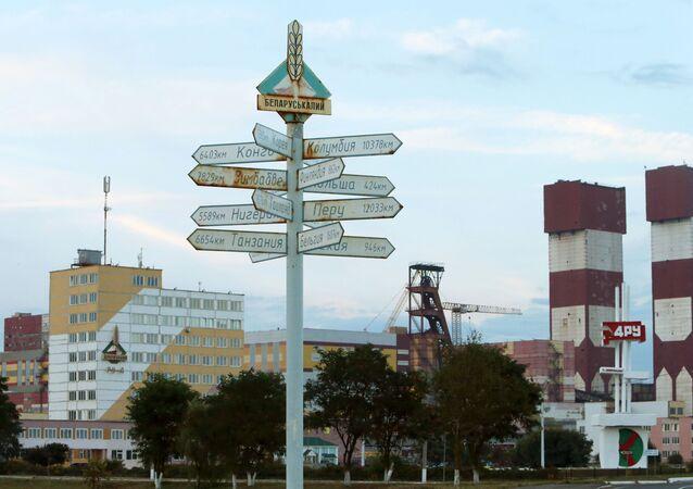 Widok na budynki zakładów koncernu Biełaruskalij w Salihorsku