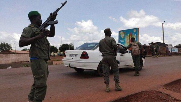 Żołnierze podczas wiecu poparcia dla powstania wojskowego w stolicy Mali, Bamako - Sputnik Polska