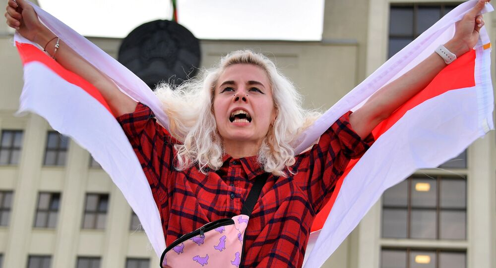 Uczestniczka akcji protestu na Placu Niepodległości w Mińsku