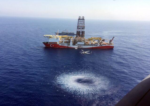 """Turecki statek wiertniczy """"Fatih"""" rozpoczął badania geologiczne złóż węglowodorów u wybrzeży Cypru"""
