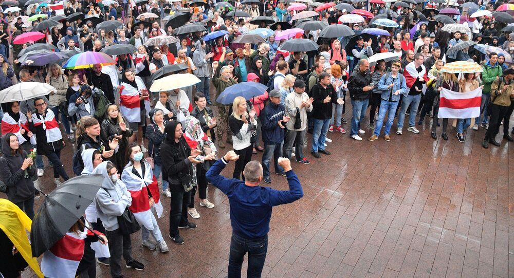 Uczestnicy akcji protestu na Placu Niezależności w Mińsku