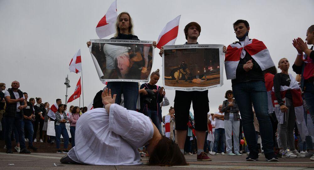Marsz solidarności w Mińsku przeciwko stosowaniu przemocy podczas demonstracji
