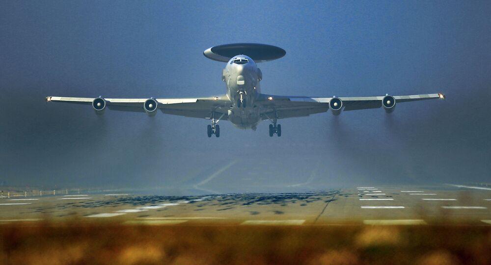 Samoloty wczesnego ostrzegania NATO AWACS w bazie wojskowej w Niemczech
