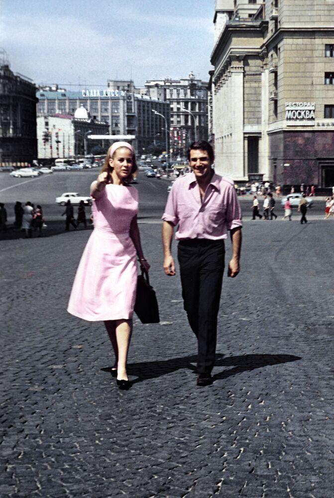 Francuscy aktorzy Geneviève Page i Robert Hossein w Moskwie