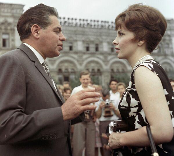 Gina Lollobrigida i radziecki aktor Arkadij Rajkin, 1961 rok - Sputnik Polska