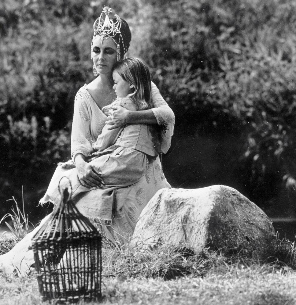Elizabeth Taylor podczas produkcji filmu Błękitny ptak w Leningradzie
