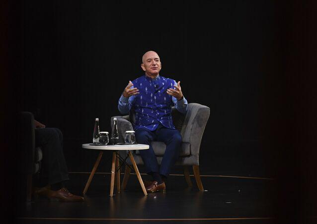 Właściciel Amazona Jeff Bezos podczas występu w New Delhi