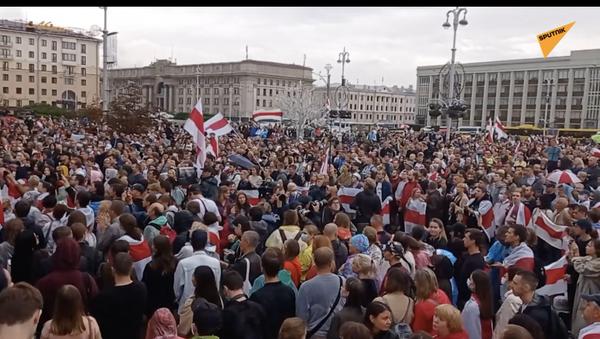 Białoruś: wielotysięczny protest przeciwko Łukaszence w Mińsku - Sputnik Polska
