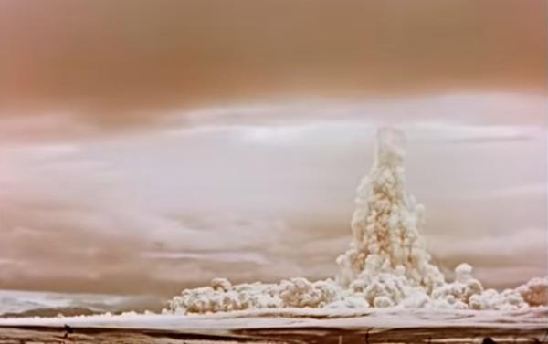Widok z ziemi na eksplozję Cara bomby - Sputnik Polska