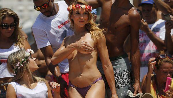 Tancerka topless w Rio de Janeiro - Sputnik Polska