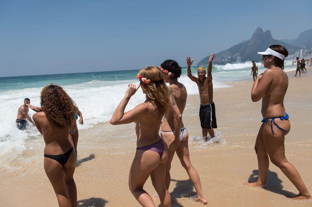 Dziewczyny topless w Rio de Janeiro