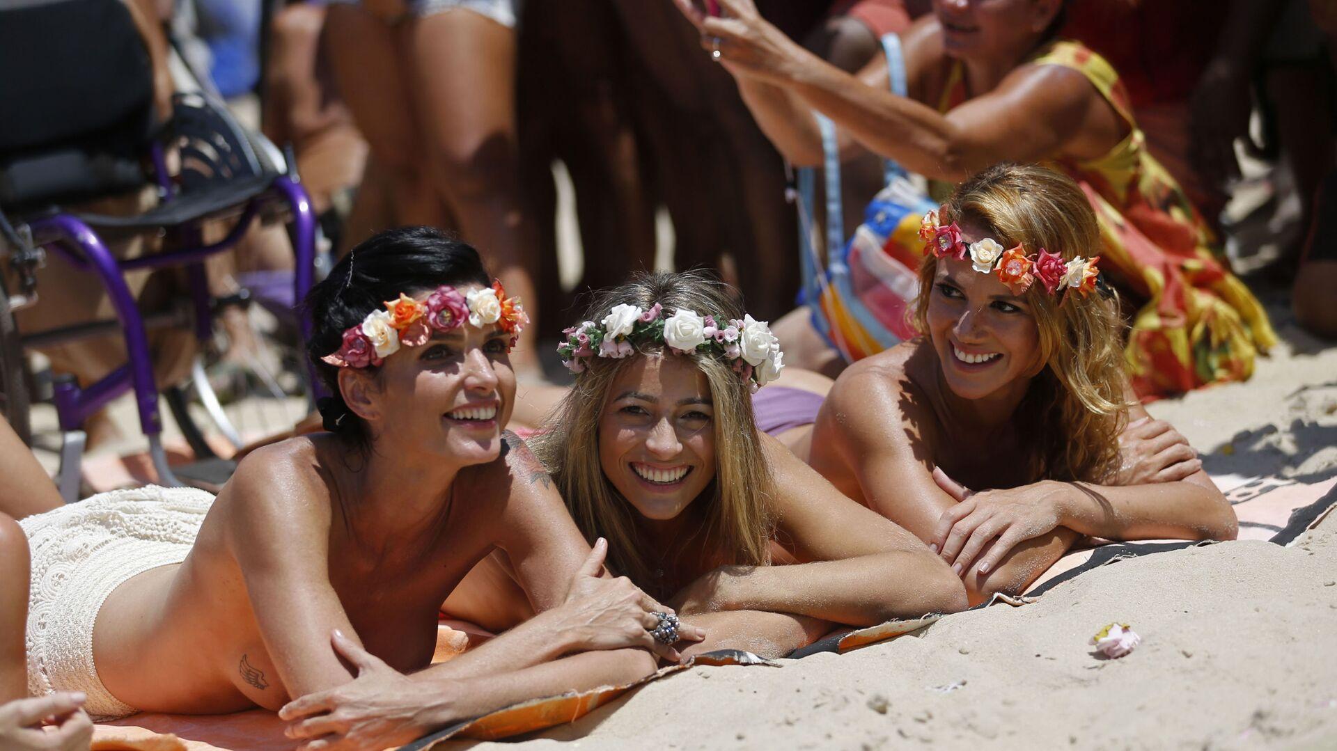 Dziewczyny na plaży w Rio de Janeiro - Sputnik Polska, 1920, 19.06.2021