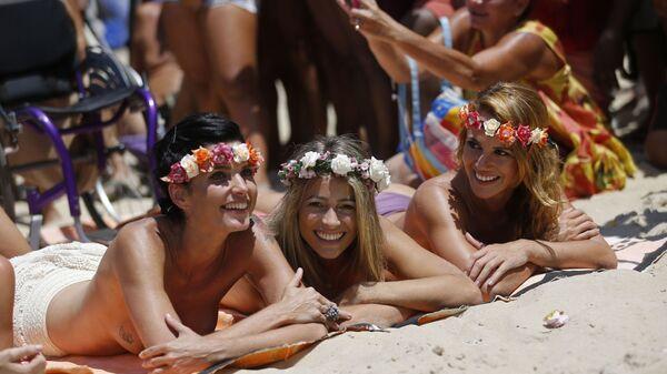 Dziewczyny na plaży w Rio de Janeiro - Sputnik Polska
