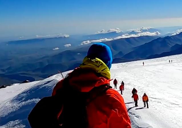 Rosja: Niewidomy bloger zdobył Elbrus