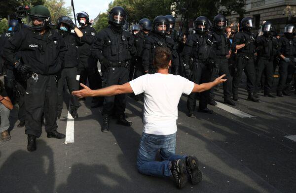 Protesty w Berlinie w sobotę 29 sierpnia - Sputnik Polska