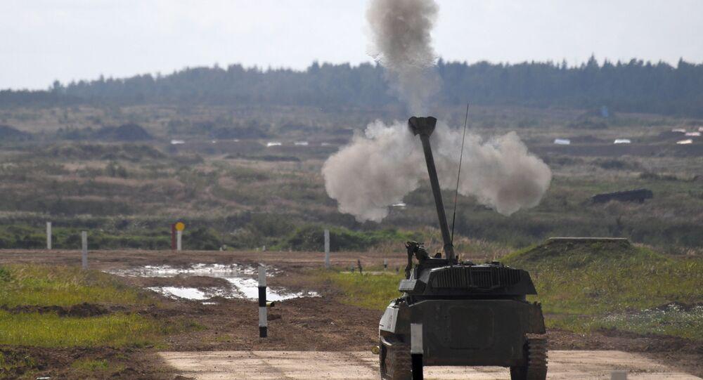 Samobieżne działo artyleryjskie 2S34 Hosta podczas dynamicznego pokazu uzbrojenia
