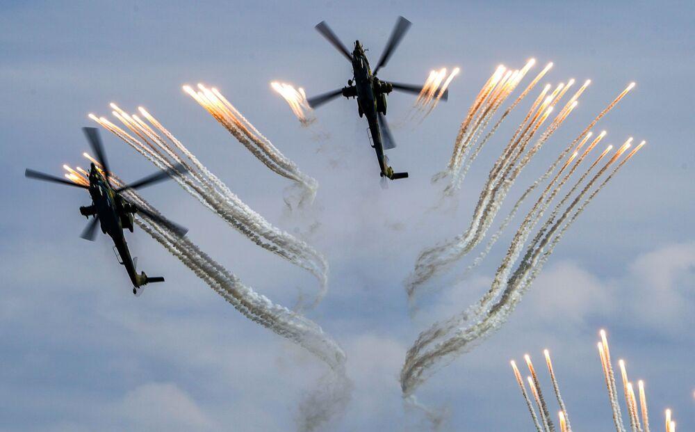 Śmigłowce szturmowe Mi-28N na forum wojskowym Armia 2020