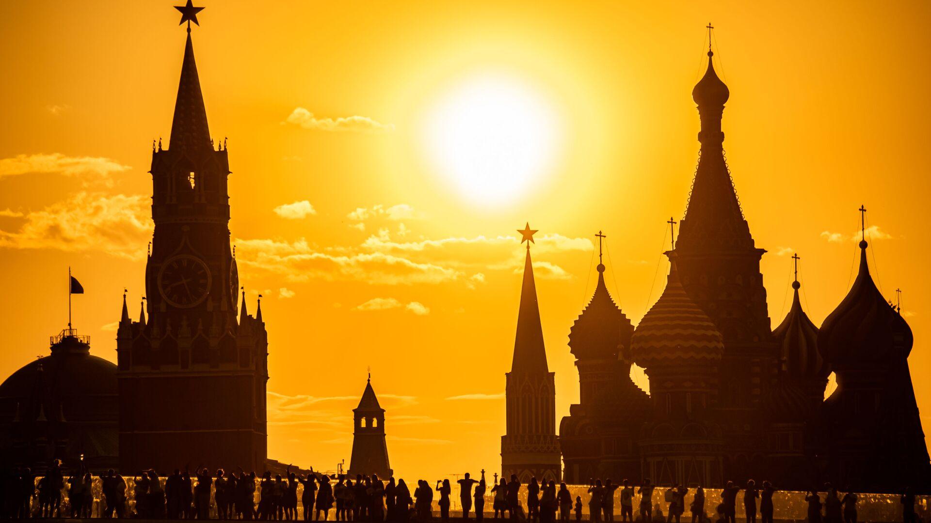 Widok na Kreml z parku Zarjadzie - Sputnik Polska, 1920, 14.04.2021