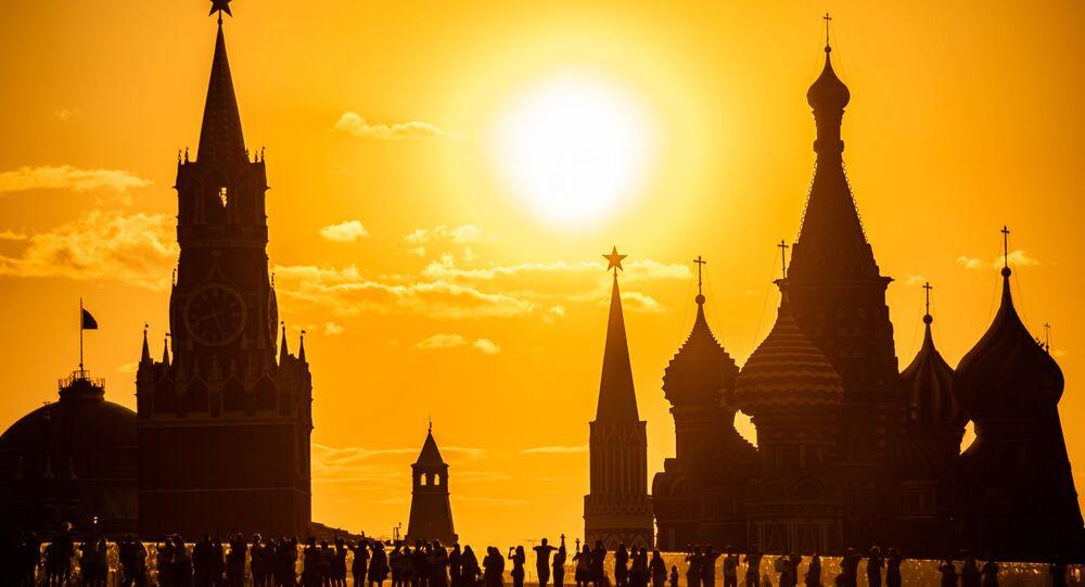 Widok na Kreml z parku Zarjadzie.