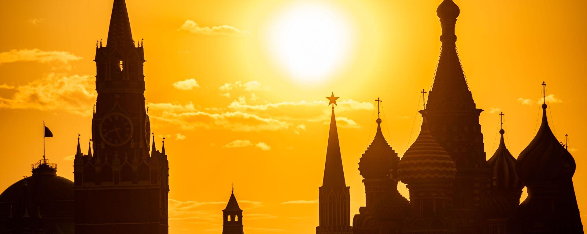 Widok na Kreml z parku Zarjadzie - Sputnik Polska, 1920, 17.06.2021