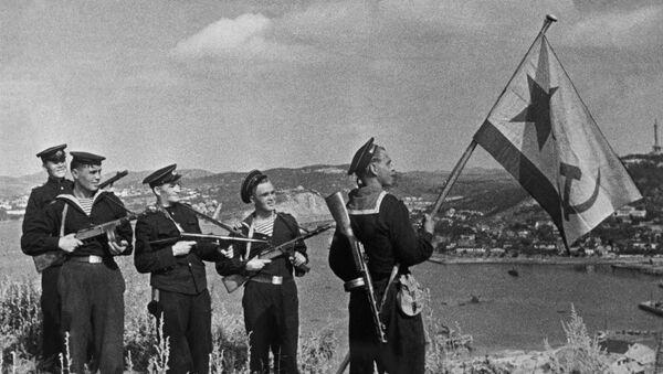 Radzieccy piechurzy morscy w Port Arthur w październiku 1945 roku - Sputnik Polska