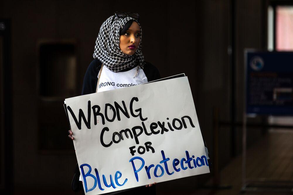 Muzułmańskie dziewczyny protestują w Minneapolis w USA