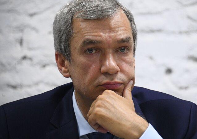 Białoruski opozycjonista Pawieł Łatuszka na konferencji prasowej
