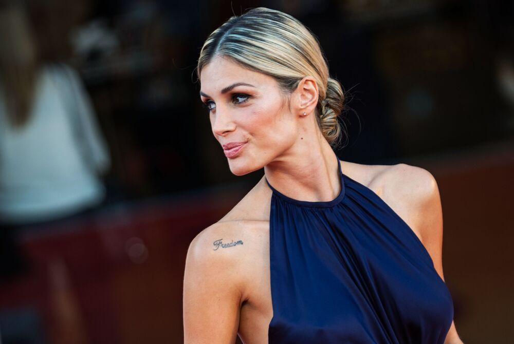 Włoska modelka Mariana Falace na otwarciu 77. Festiwalu Filmowego w Wenecji